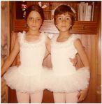 Ana y Rosa vestiditas iguales